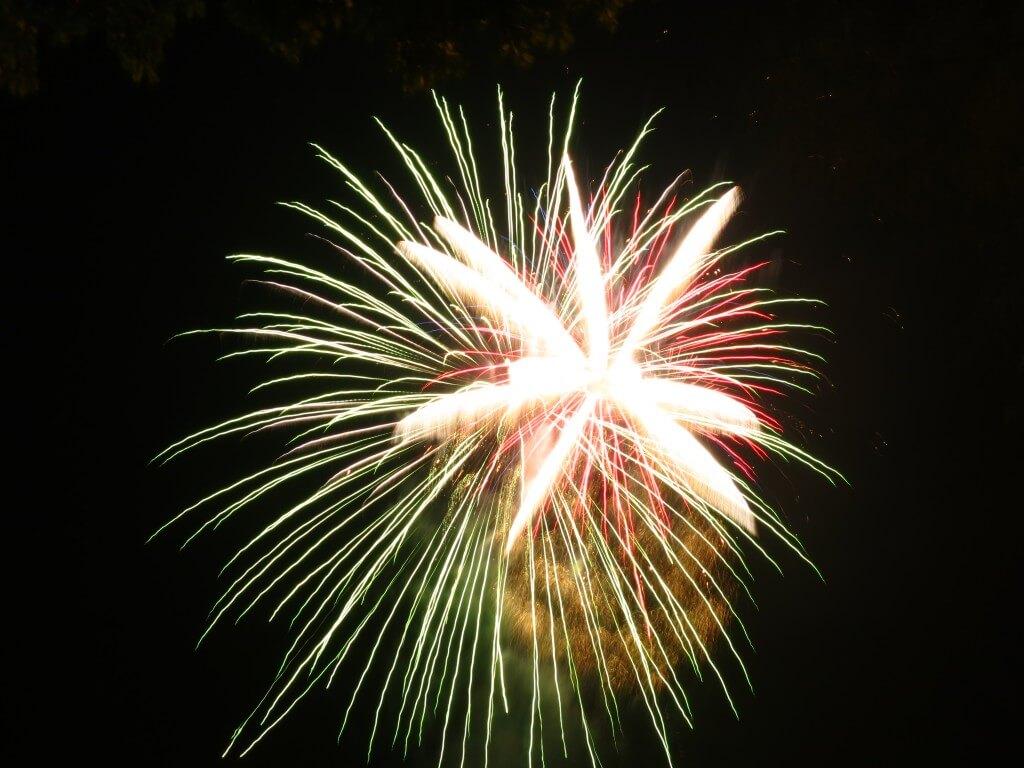 メデジンのクリスマスパレードは花火をもって終了!めっちゃ楽しかった!