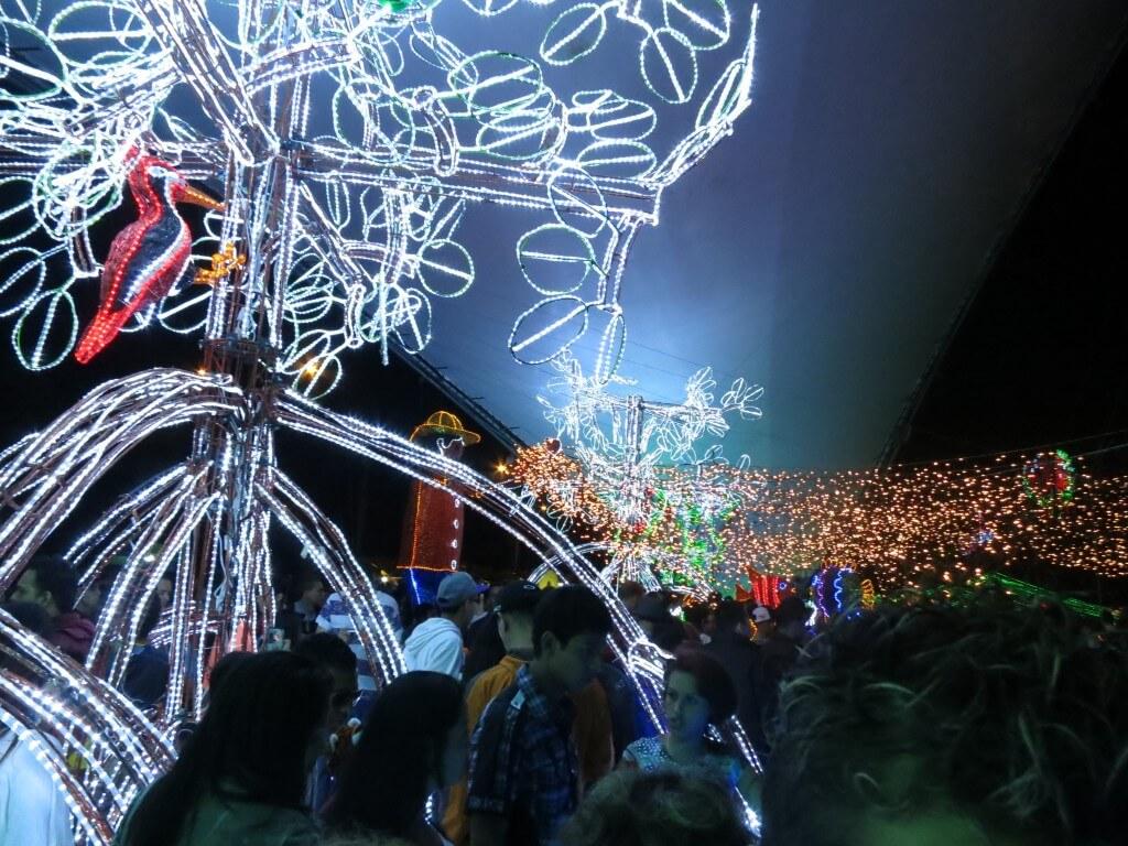 メデジンのクリスマスイルミネーションに酔いしれろ!パレードで酔いしれたが(笑)