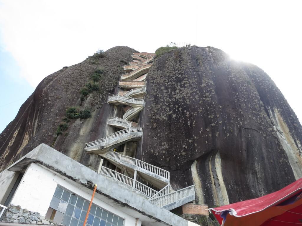 いざ!「ラ・ピエドラ・デル・ペニョール」へ!でっけぇどぉ!!巨岩岩