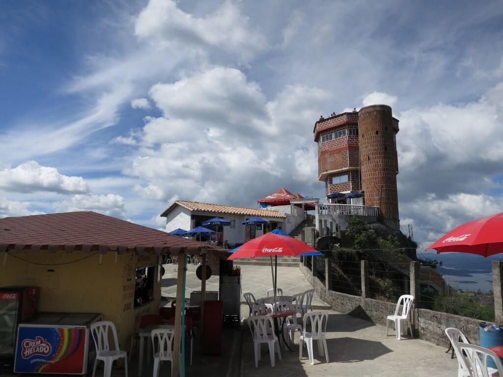 到達!巨大岩「ラ・ピエドラ・デル・ペニョール」の頂点から見た景色は・・・!?