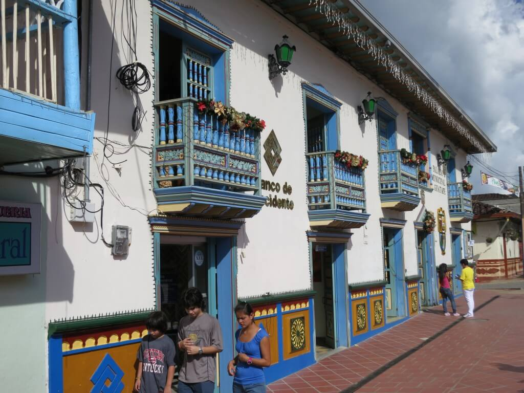 グアタペ カラフルな町 メデジン コロンビア