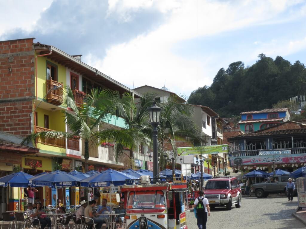 グアタペの街はカラフルな建物がいっぱいあるんだよ!!でも写真がなかった(笑)