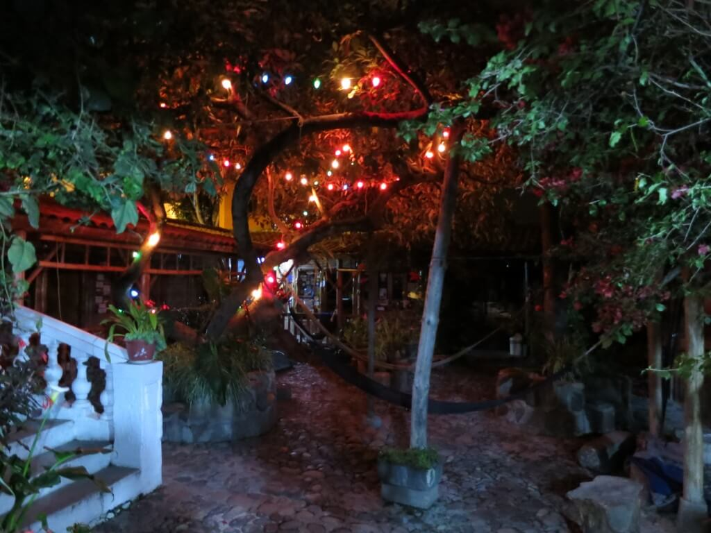 Hostal Valle del Amanecer 庭 ハンモック オタバロ エクアドル