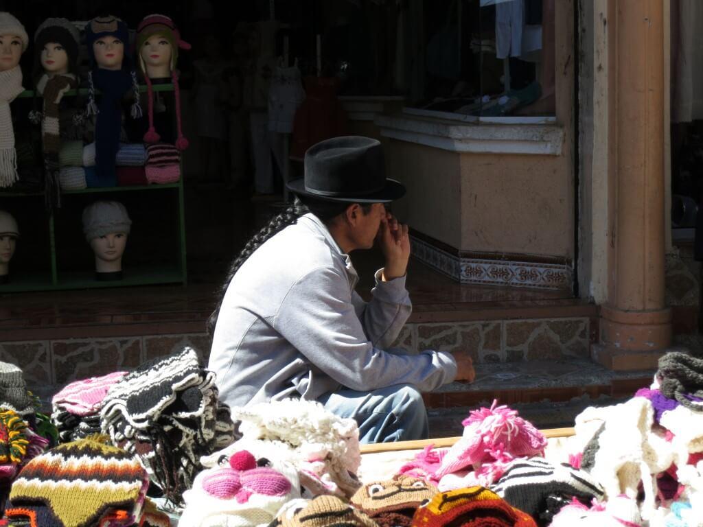 オタバロの土曜市の人達は伝統民族衣装を着ているんだよ!