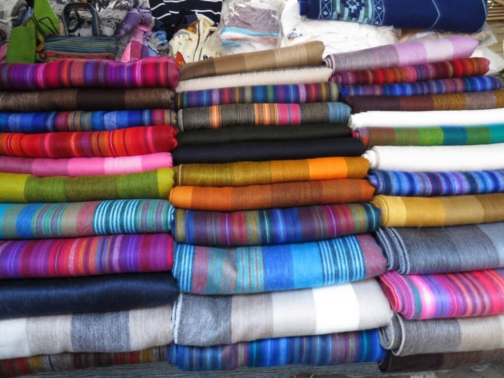 アルパカ 毛布 オタバロ 土曜市 エクアドル