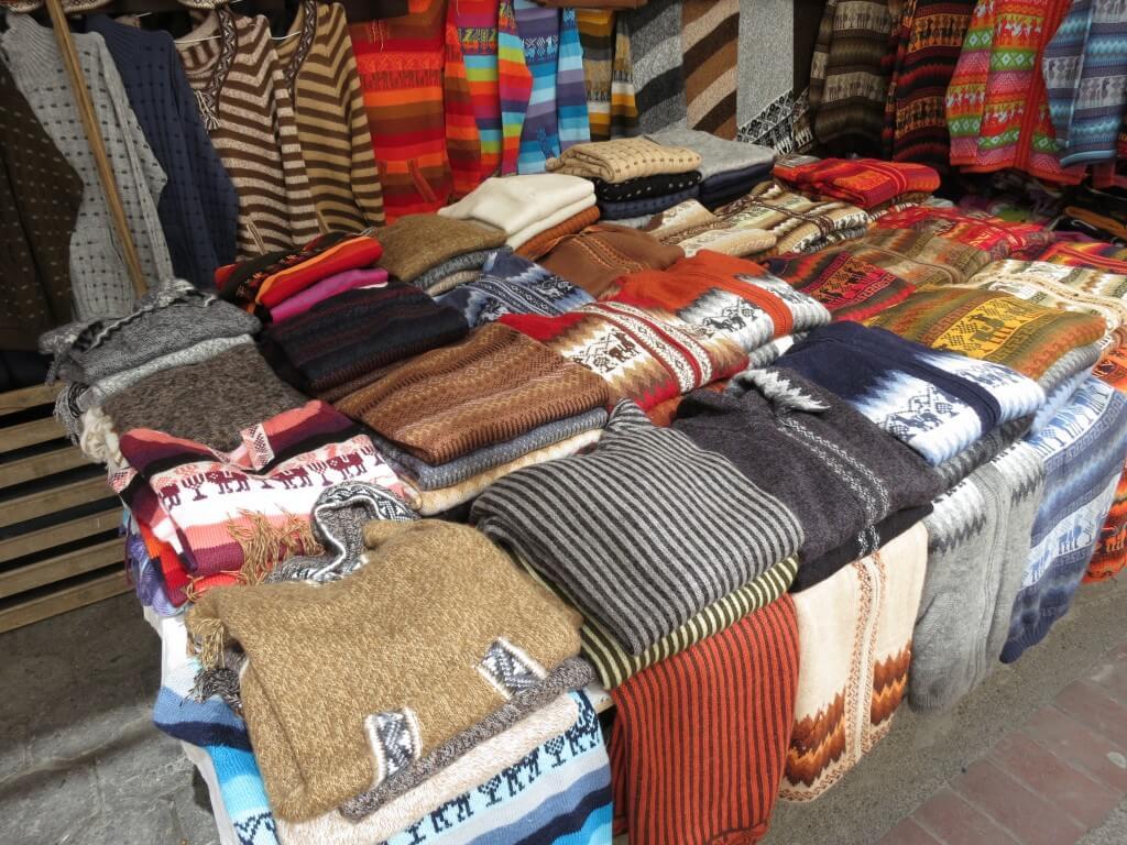 アルパカ セーター オタバロ 土曜市 エクアドル