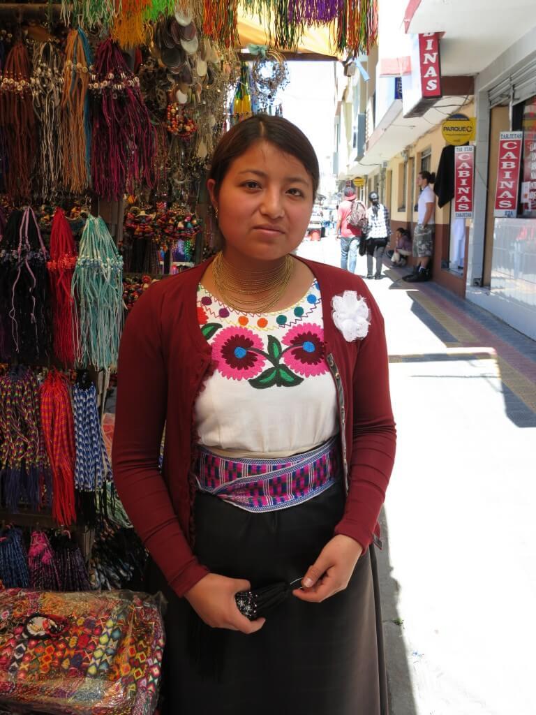 オタバロ 民族衣装