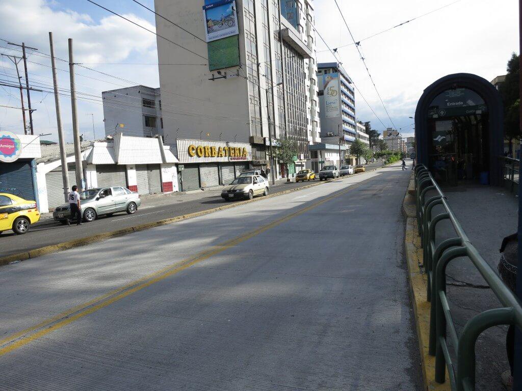 オタバロからキトの行き方 バスですぐいけるよ!