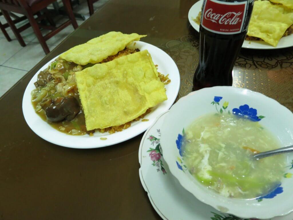 さっそくキトの中華料理屋へ!安くてボリューム感がすごい!
