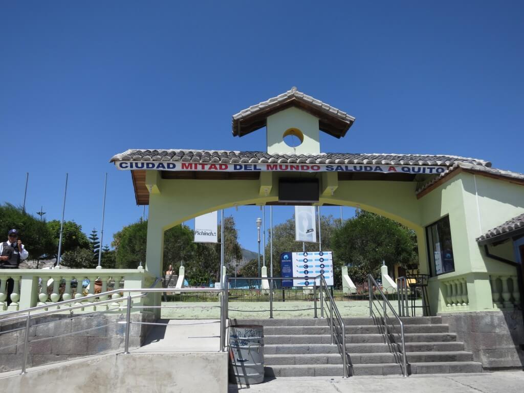 エクアドルのキトから行ける赤道記念碑(Mitad del Mundo)で実験したい!!