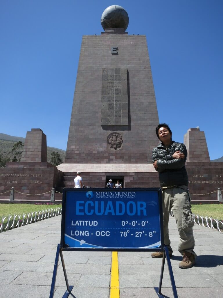 赤道北側 寒い 赤道記念碑(Mitad del Mundo) エクアドル