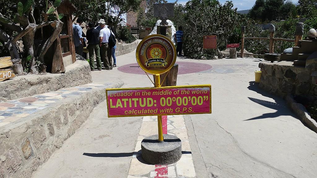 エクアドルの赤道記念碑観光の行き方!赤道ミュージアムで面白実験をしよう