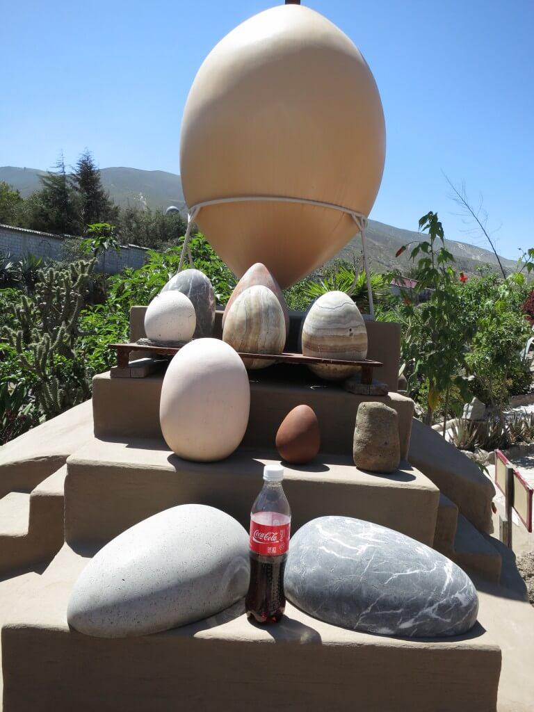 今日のコーラ エクアドルの赤道ミュージアムの卵と