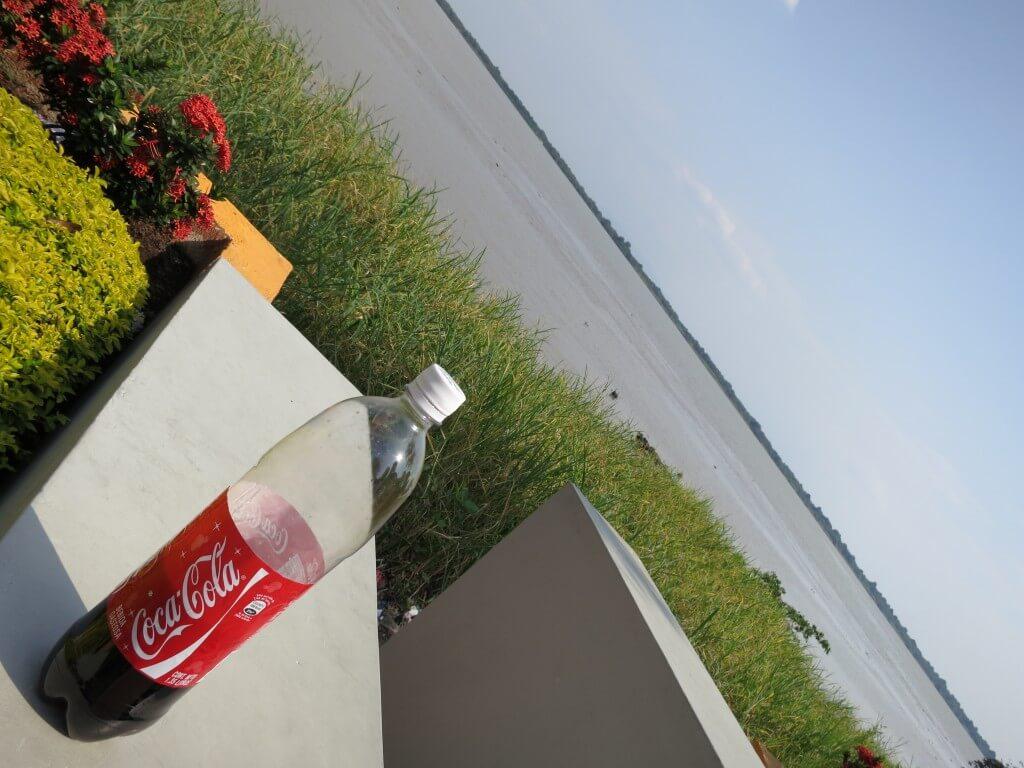 今日のコーラ グアヤキルの海?川と