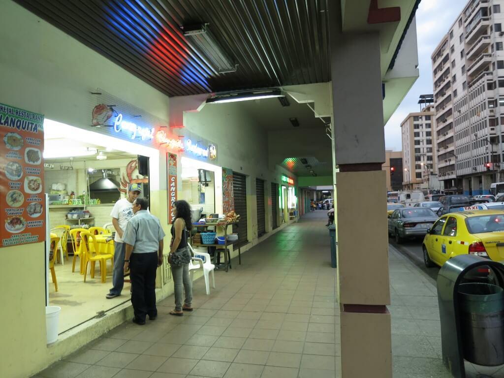エクアドルのグアヤキルは観光地はないが、マンブローブガニは食っとけ!