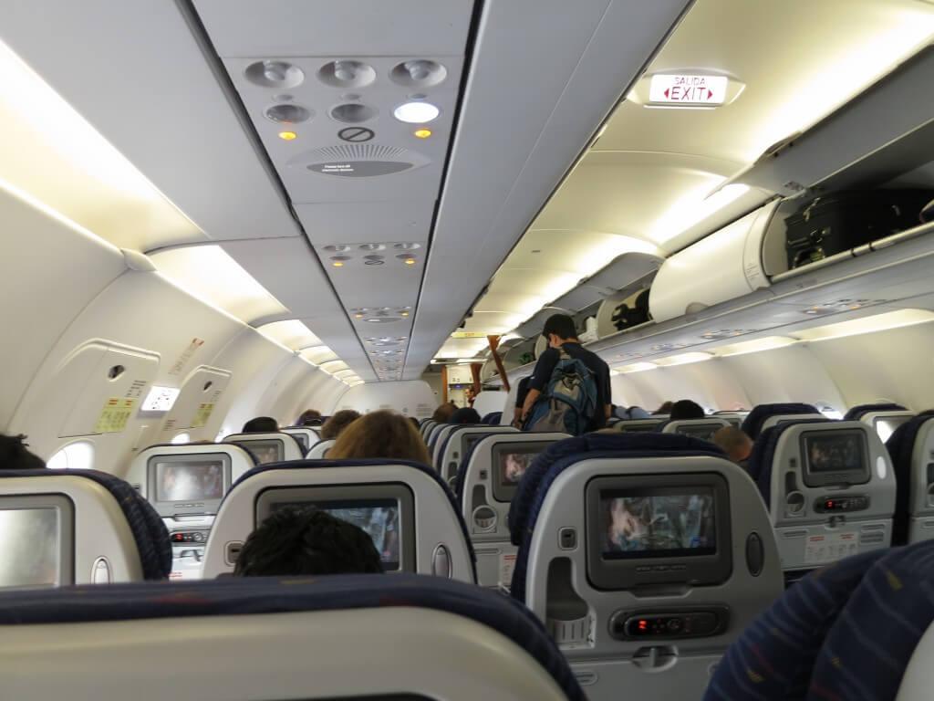 AeroGal(アエロガル)航空は機内食も付いていて豪華!短いフライトなのに!