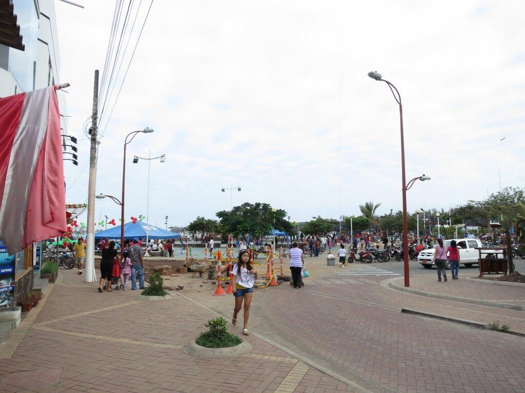 ガラパゴス諸島最大の町 プエルト・アヨラ ガラパゴスアシカにガラパゴスウミイグアナと動物が!!