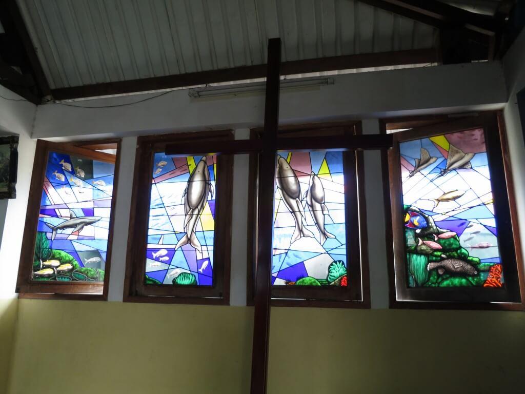ガラパゴス諸島 教会 ステンドガラス