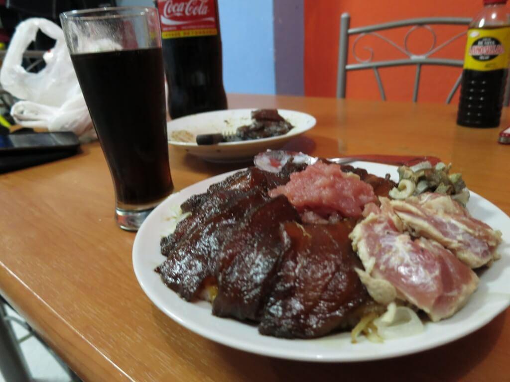 マグロの漬け丼にあぶり丼 サンタ・クルス島 プエルト・アヨラ ガラパゴス諸島