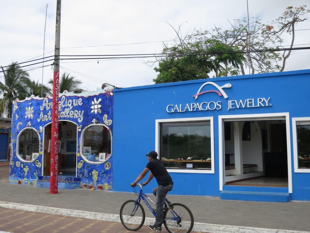 サンタ・クルス島 プエルト・アヨラ お店 ガラパゴス諸島