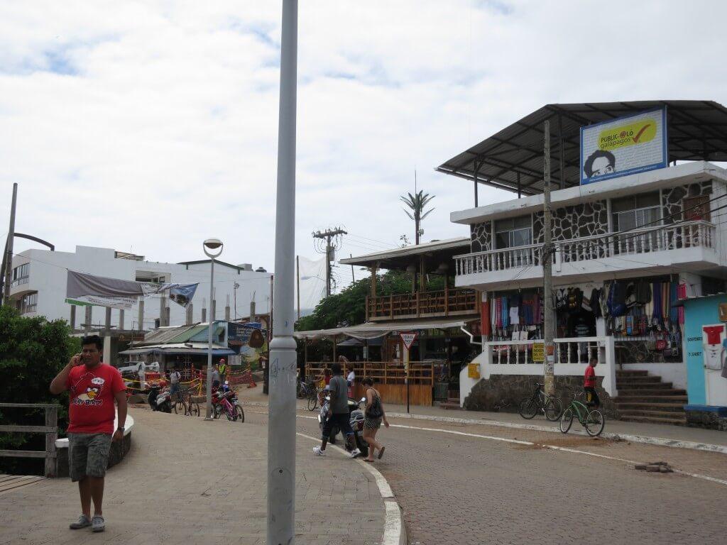 ガラパゴス!サンタ・クルス島のプエルト・アヨラの街を観光!