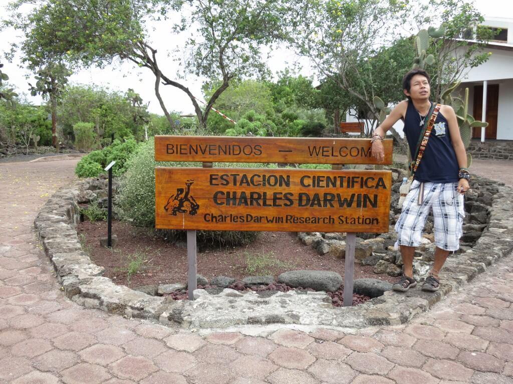 サンタ・クルス島の「チャールズ・ダーウィン研究所」でゾウガメにガラパゴスリクイグアナ、ハイブリットイグアナが!