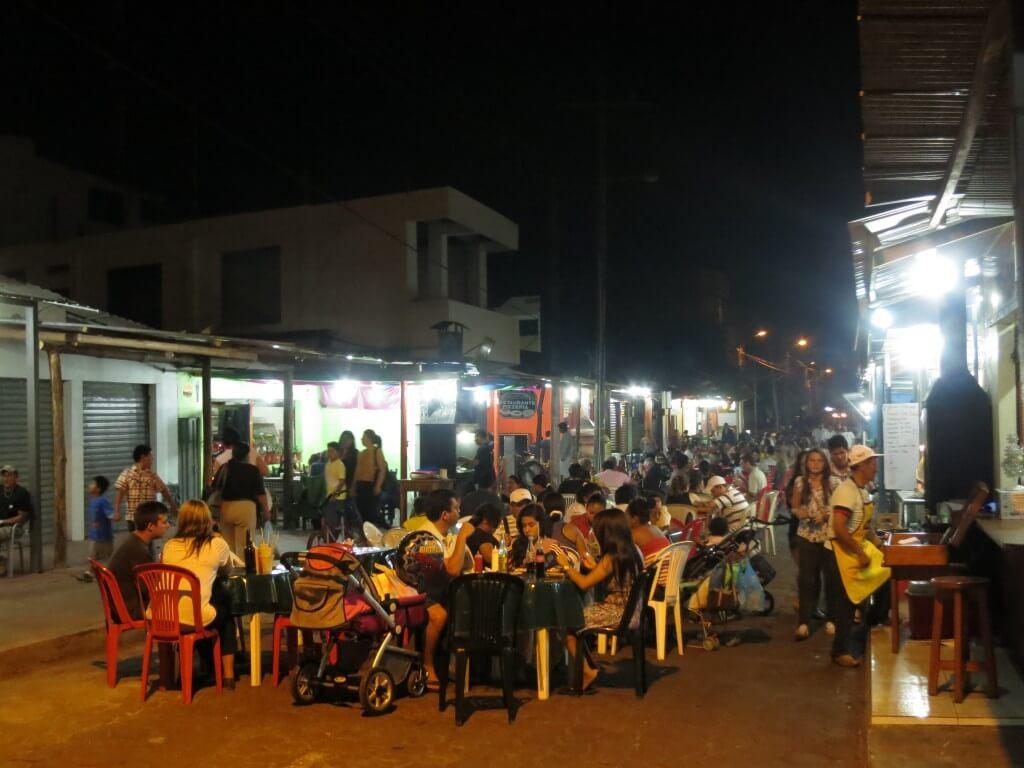 安食堂 ガラパゴス諸島 サンタ・クルス島 プエルト・アヨラ