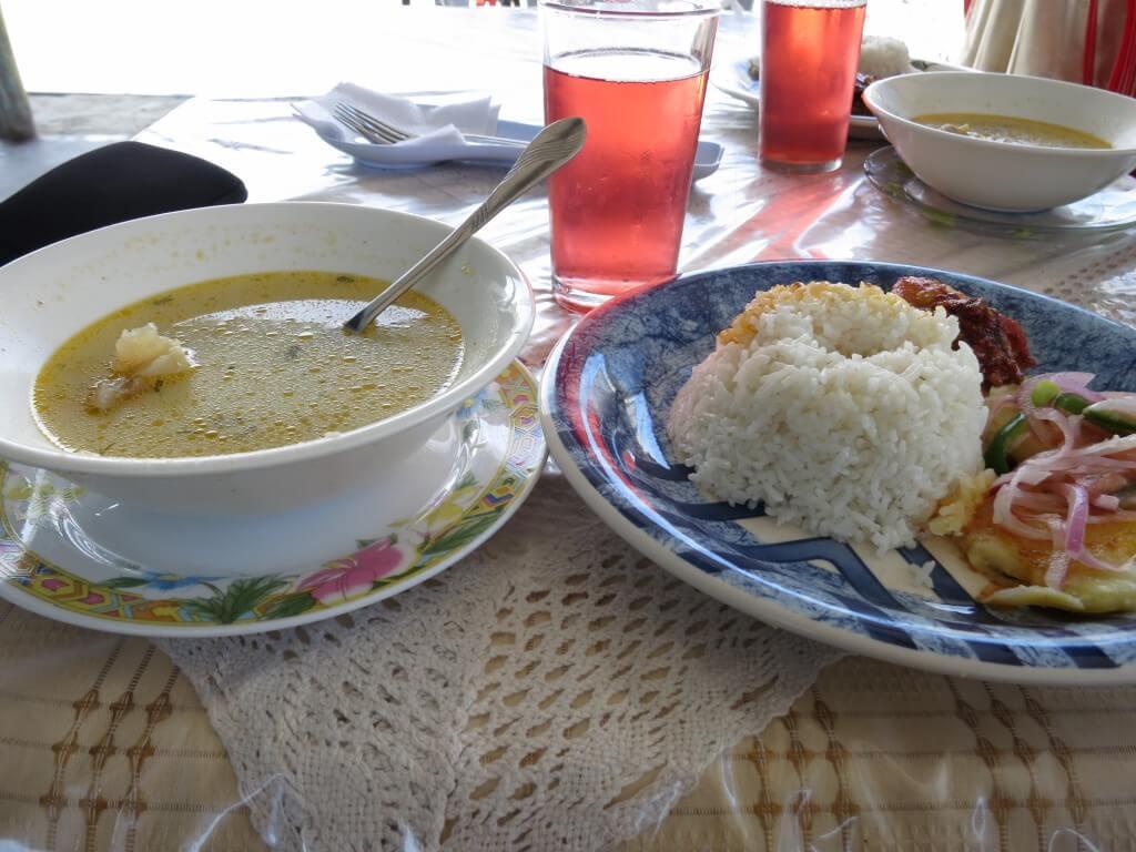 ランチ イサベラ島 安食堂 ガラパゴス諸島