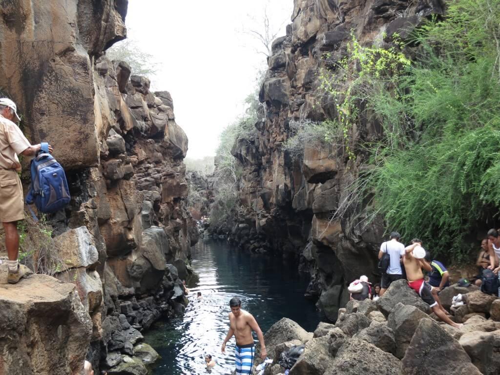 サンタ・クルス島の「Las Grietas」は渓谷になっていて飛び込める!?怪我には注意!