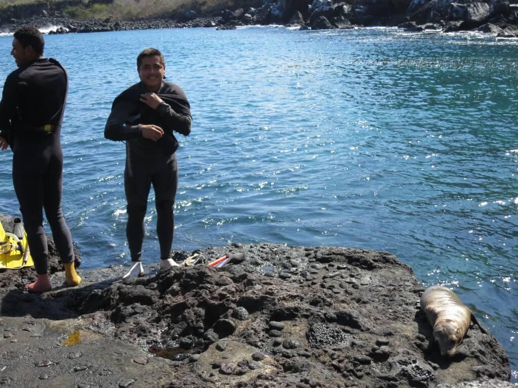 Las Tijeretasでシュノーケリング!タコ漁のおっちゃんもいるけど、波が高いし、クラゲがいる?