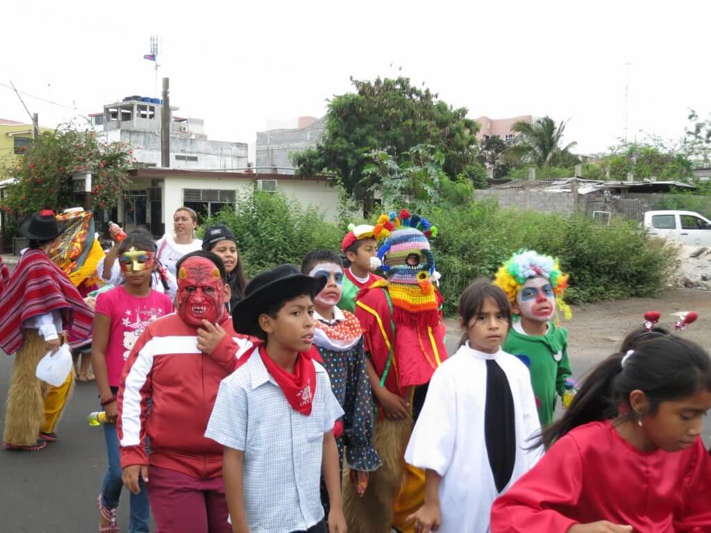 仮装行列 サン・クリストバル島 ガラパゴス諸島