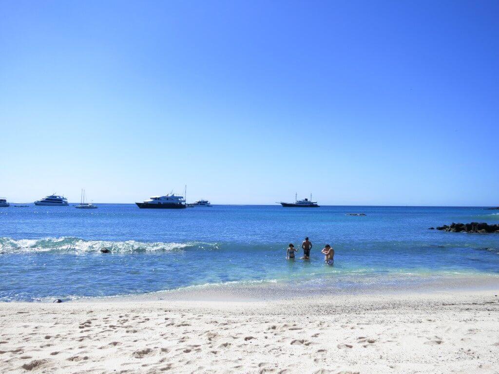 Playa Mann 波が高い サン・クリストバル島 ガラパゴス諸島