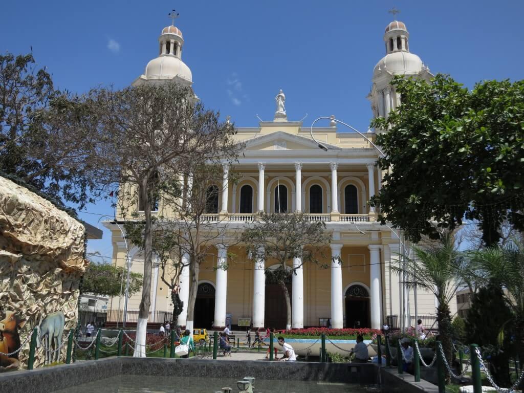 ペルーのチクライヨに乗り継ぎストップ!観光する?