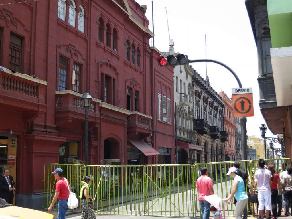 バスターミナルからリマの旧市街への行き方 タクシーで♪