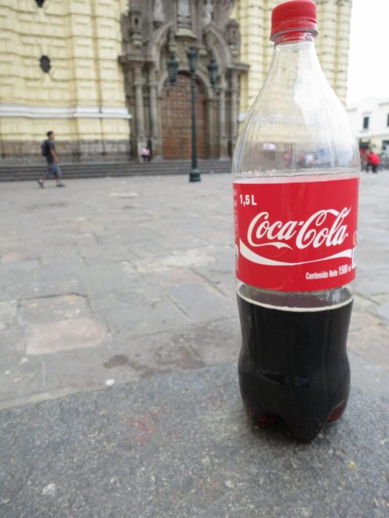 今日のコーラ ペルーで普通のコーラ