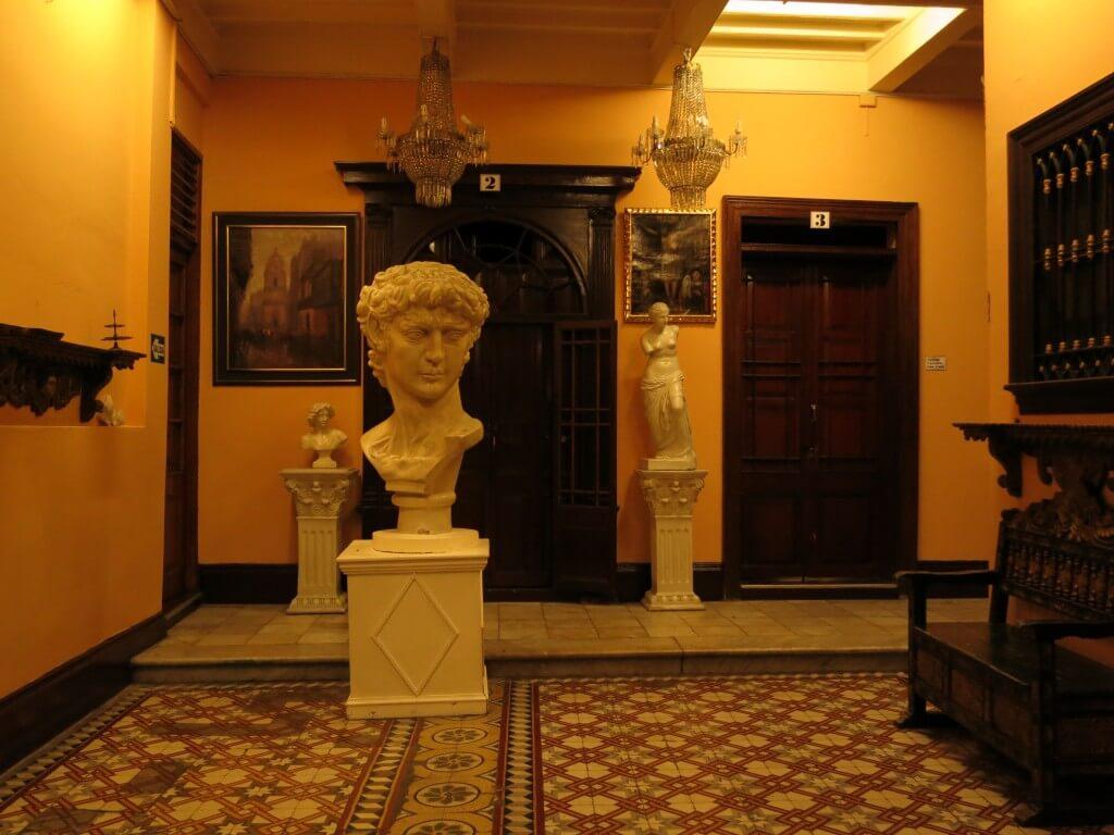 Hotel Espana(ホテル エスパーニャ) リマ ダビデ像 目がハート ペルー