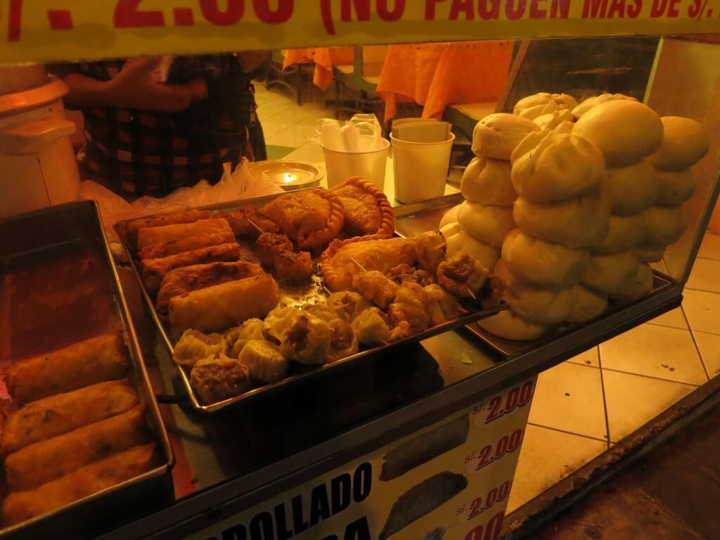 ペルーのリマの中華?肉まんはイマイチだったよ・・・。