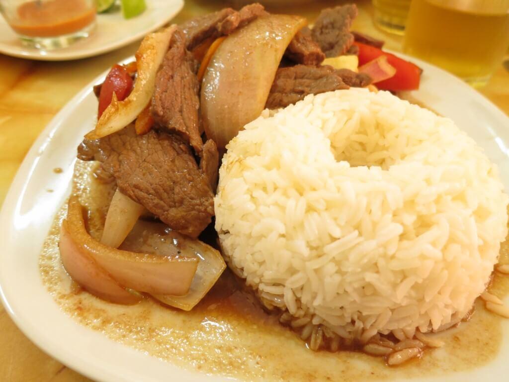 ペルー料理 名物 ロモ
