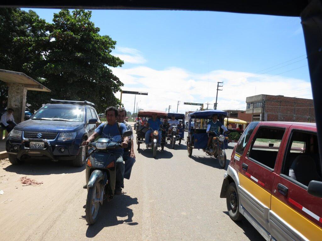 プカルパ 街 観光 東南アジアっぽい