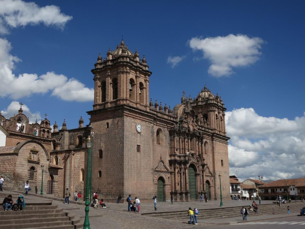 クスコ 青空 白い雲 茶色の建物 世界遺産 ペルー