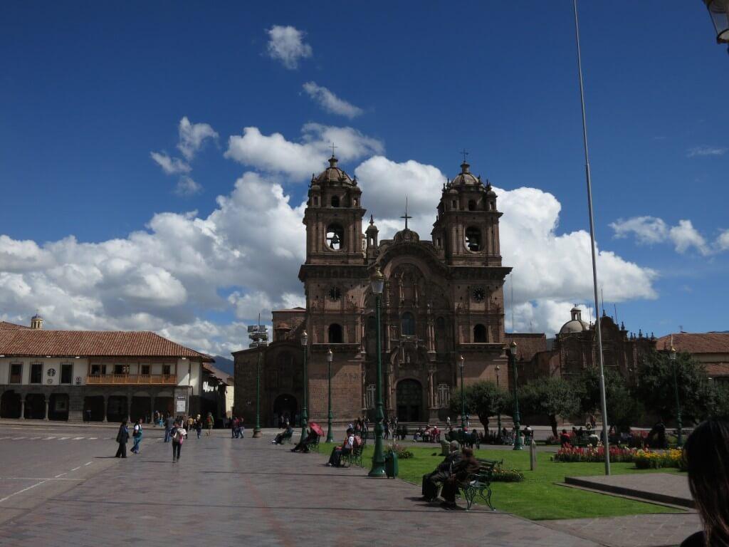 インカ帝国の首都クスコ そこは青い空に白い雲がとってもきれいな街です。