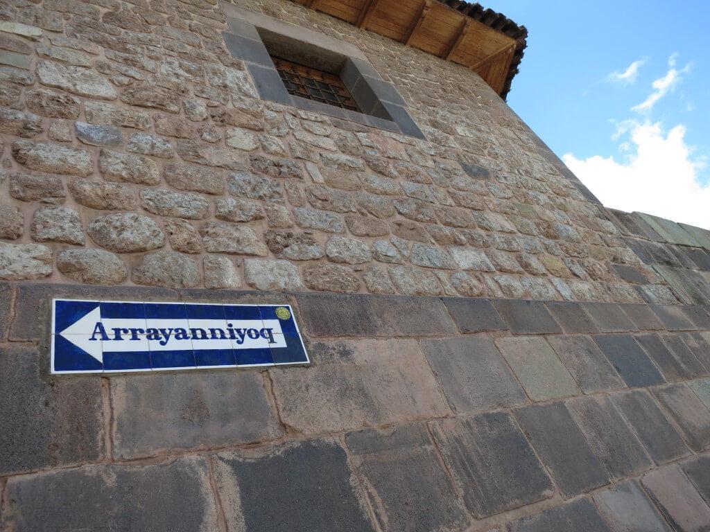 インカ建築の石組み 剃刀の刃も入らない クスコ ペルー