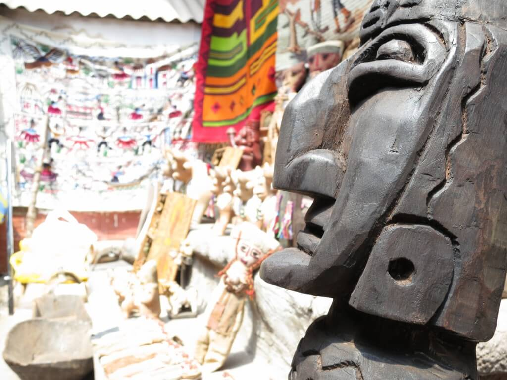 ペルーのクスコはお土産屋がいっぱいあるから楽しいよ♪