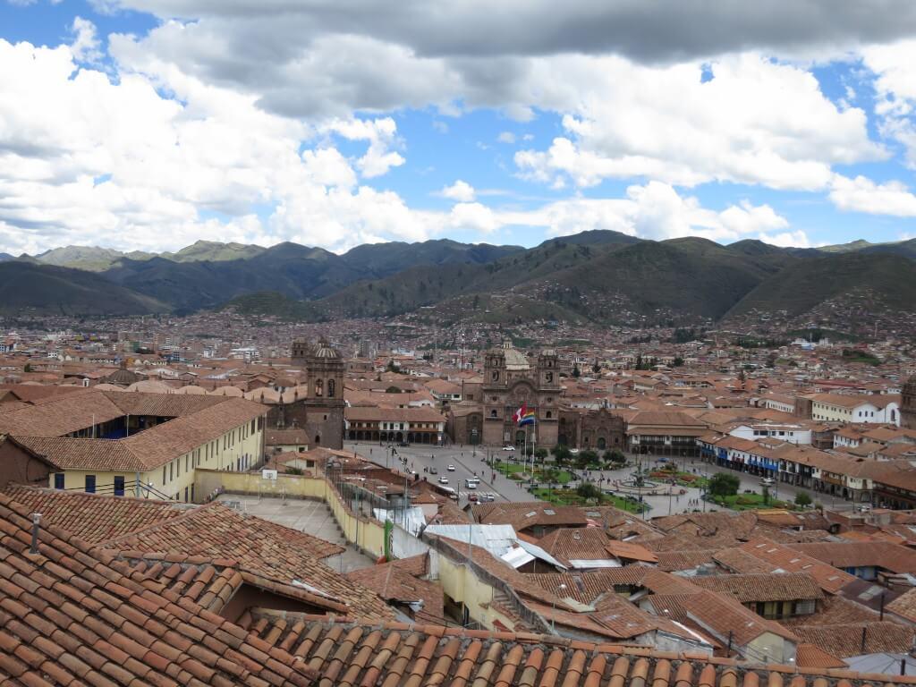 世界遺産クスコの街を観光!歴史的建造物に青空が映える!