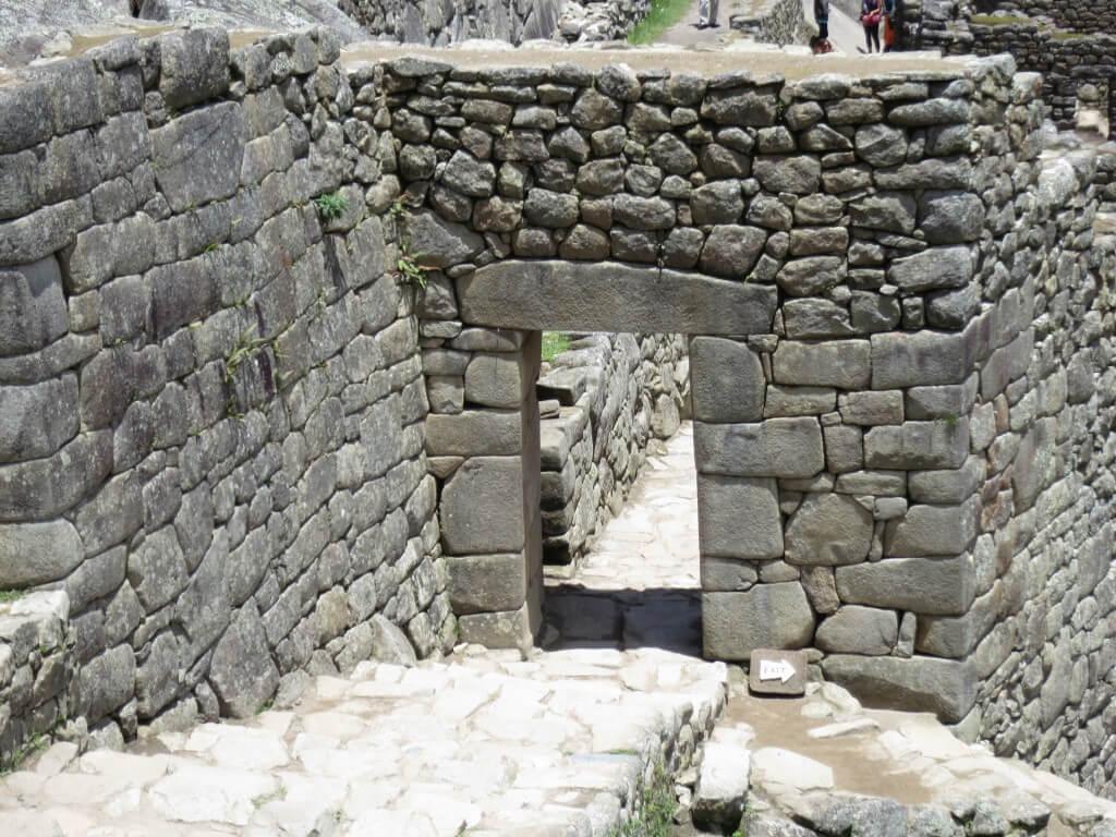 木の扉 マチュピチュ遺跡 ワイナピチュ ペルー