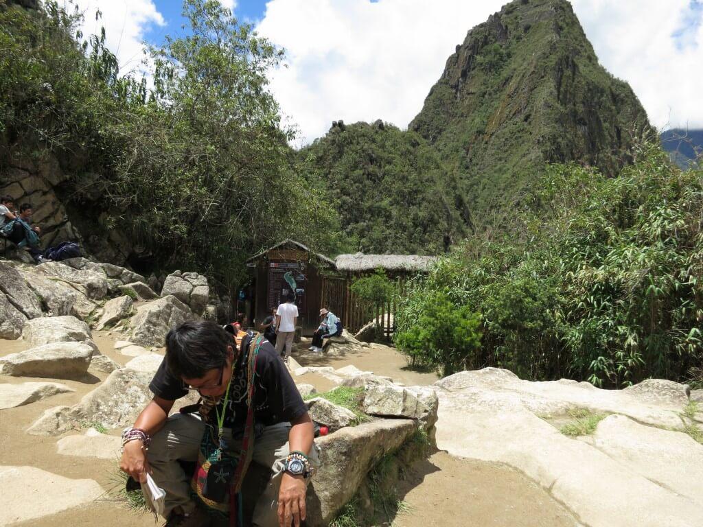 ワイナピチュの入り口はマチュピチュ遺跡の中に!登ったの!?
