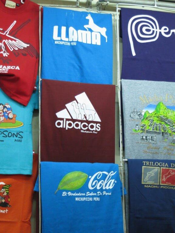 もちろんペルー産のTシャツが!お土産にこんなコラボはいかが?