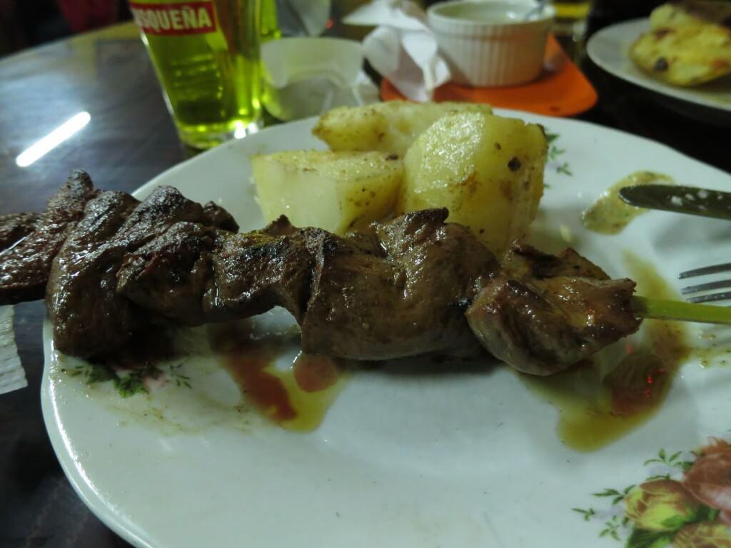 やめられないとまらない!ペルー伝統料理のアンティクーチョ