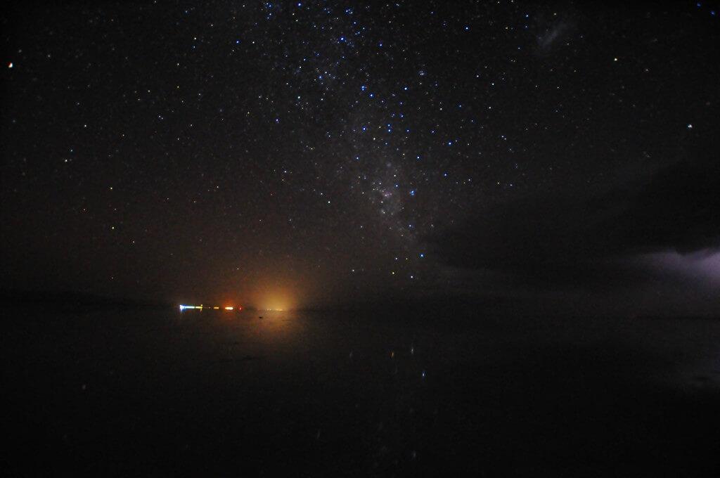 活目せよ!これが新月の時期360度星空に囲まれたウユニ塩湖の世界だ!!