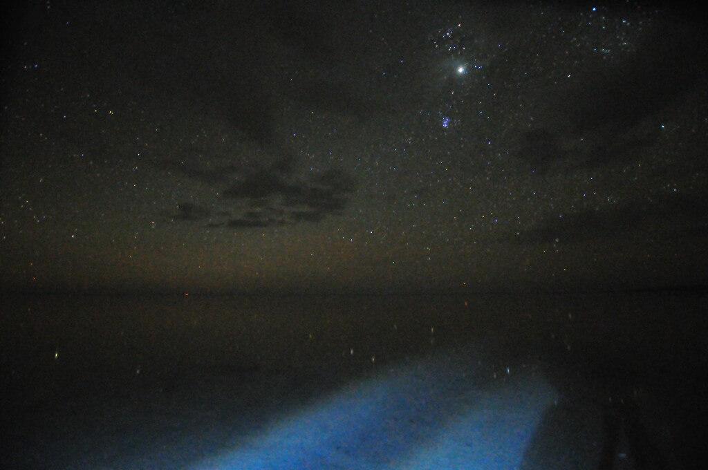 新月 ウユニ塩湖 満天360度星空のウユニ塩湖 鏡張りの世界 ワンピース